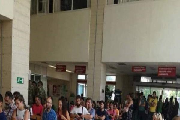Η συγκλονιστική φωτογραφία από το Θριάσιο! - Δεκάδες άνθρωποι σιωπηλοί περιμένουν στην ουρά για να δώσουν αίμα!