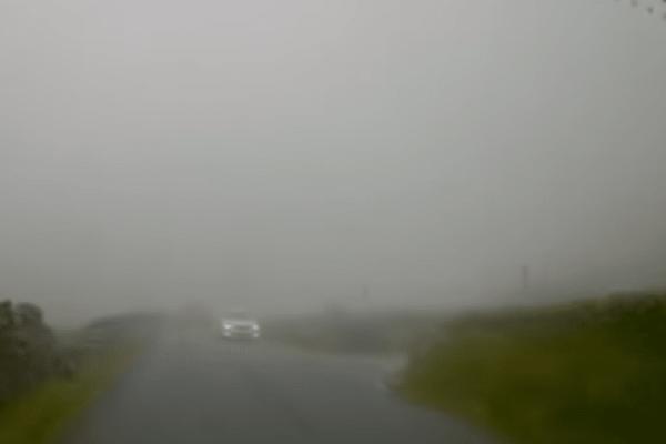 Απίστευτο βίντεο: Οδηγούσε και είδε ξαφνικά μπροστά του ελικόπτερο!