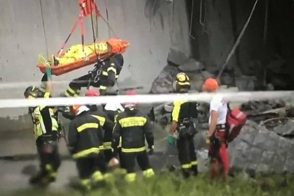 Συγκλονίζουν οι εικόνες από την επιχείρηση διάσωσης στη Γένοβα (photos)