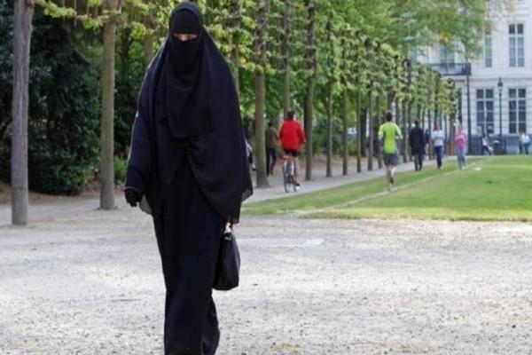 Έφαγε πρόστιμο επειδή φορούσε μπούρκα δημοσίως!