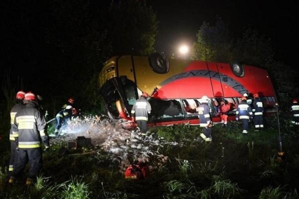 Φονικό τροχαίο στην Πολωνία: Τρεις νεκροί και 18 τραυματίες σε λεωφορείο!