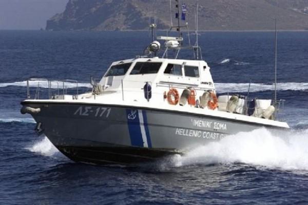 Θρίλερ στις Οινούσσες: Αγνοούνται δύο Ελληνοαμερικανοί! - Ανετράπη το σκάφος τους!