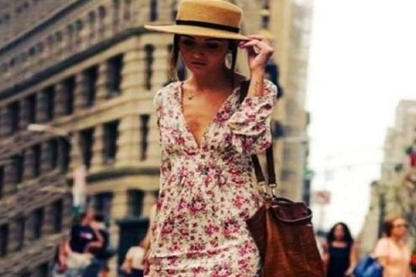 Floral αέρινο φόρεμα: Πώς θα το συνδυάσεις σωστά για τις πιο ρομαντικές εμφανίσεις!