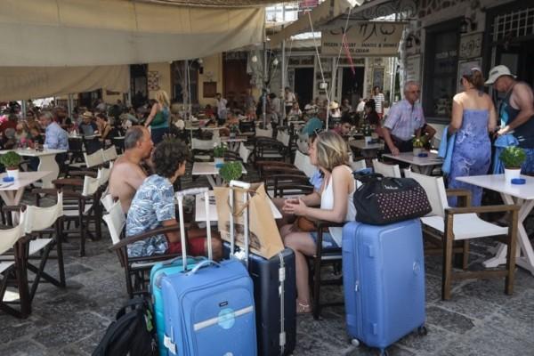 Οι τουρίστες εγκαταλείπουν την Ύδρα και ζητούν αποζημιώσεις!