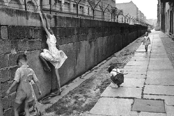 Σαν σήμερα, 13 Αυγούστου 1961 κατασκευάστηκε το τείχος του Βερολίνου!