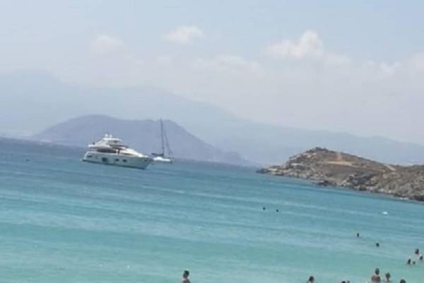Πανικός στη Νάξο: Εξωλέμβιος με τουρκική σημαία εισέβαλε σε παραλία με κόσμο!