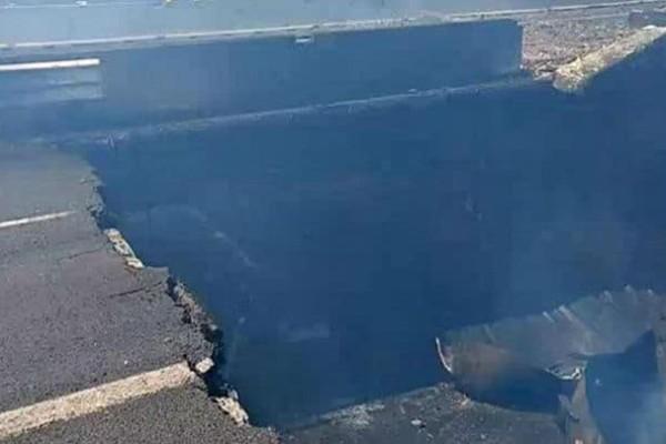 Τουλάχιστον ένας νεκρός από την έκρηξη στην Μπολόνια  - Άνοιξε τεράστιος κρατήρας στον δρόμο (video+photos)