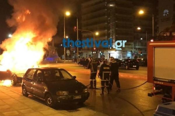 Θεσσαλονίκη: Αυτοκίνητο τυλίχθηκε στις φλόγες στο κέντρο της πόλης (video)