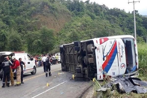Ισημερινός: Σύγκρουση λεωφορείου με ΙΧ, 23 νεκροί!