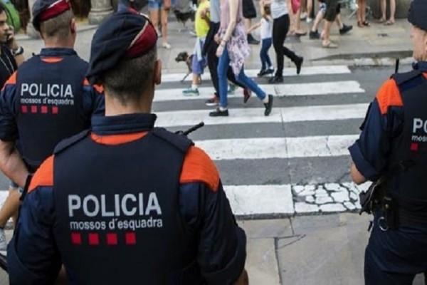Συναγερμός στη Βαρκελώνη: Επίθεση με μαχαίρι σε αστυνομικό τμήμα!