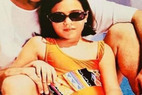 Την αναγνωρίζετε; Ποια γνωστή τραγουδίστρια είναι το κοριτσάκι της φωτογραφίας;