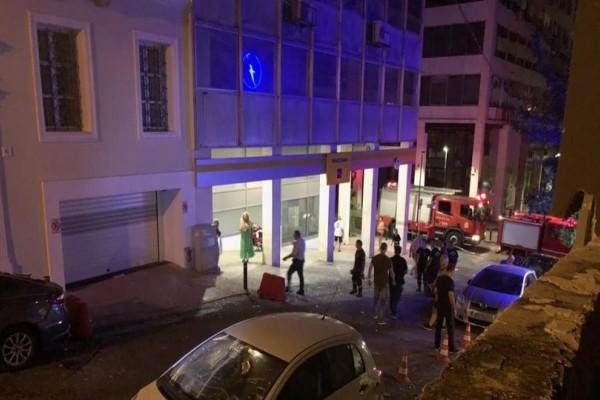Συναγερμός στον Πειραιά: Ισχυρή έκρηξη έξω από κτήριο!