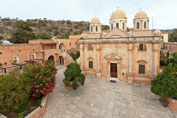 Η Μονή Αγίας Τριάδας Τζαγκαρόλων: Αυτό είναι το πιο γνωστό Μοναστήρι στην Κρήτη!