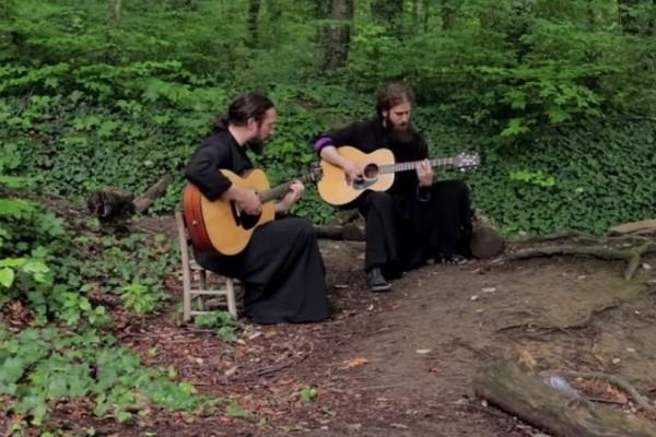 Μία πρωτότυπη εκτέλεση: Μοναχοί διασκευάζουν Iron Maiden και τα «σπάνε»! (Video)