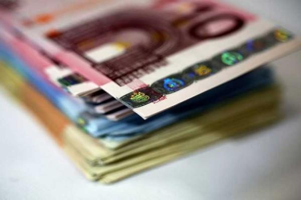 Σας αφορά: Ποιες εργασίες μπαίνει στην σειρά για αυξήσεις από 586 στα 800 ευρώ;