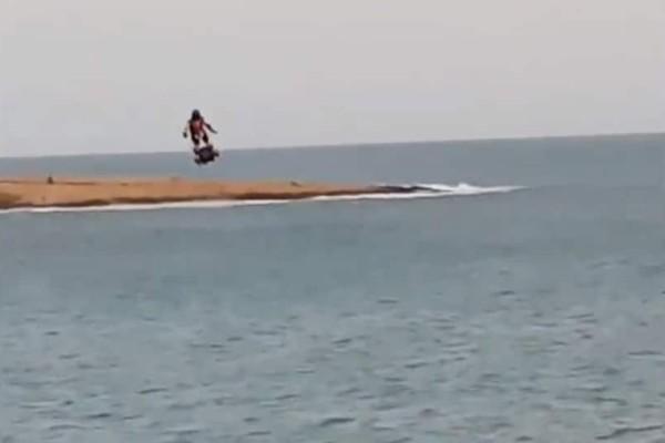 Απίστευτο βίντεο: Η πιο επική βόλτα με ιπτάμενο hoverboard!