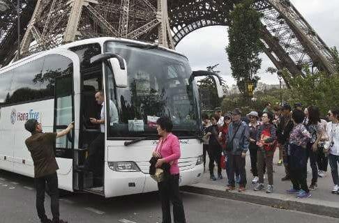 Κλειστός από χθες ο Πύργος του Αϊφελ λόγω απεργίας - Ουρά οι τουρίστες στους 38 βαθμούς Κελσίου