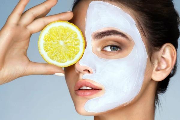 Φτιάξτο μόνη σου:  Αυτή είναι η μάσκα ομορφιάς με λεμόνι που θα κρατήσει το δέρμα φρέσκο και λαμπερό!