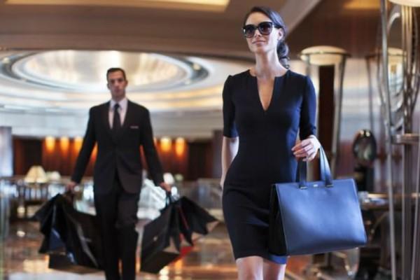 Αληθινή εξομολόγηση: «Κλέβω λεφτά από τον άντρα μου για να αγοράζω ακριβά ρούχα!»