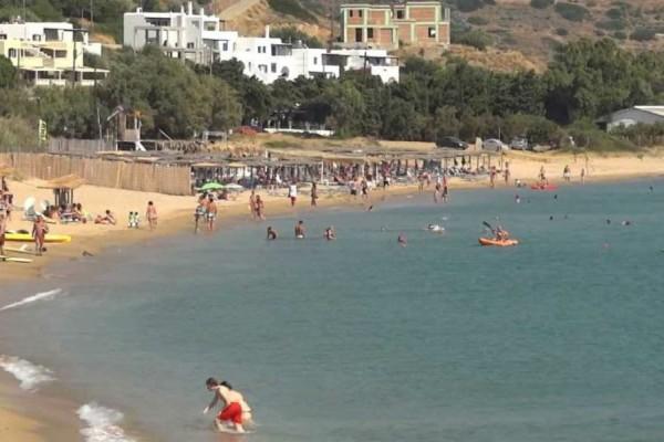 Άνδρος: Αυτή είναι η μεγαλύτερη παραλία του νησιού - Κολυμπήστε στα πεντακάθαρα νερά της