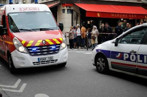 Γαλλία: Αναζητείται ο οδηγός που έπεσε με το αυτοκίνητό του στην είσοδο ενός τεμένους στην Λιλ