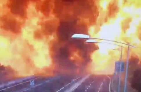 Βίντεο ντοκουμέντο: Η στιγμή της τρομακτικής σύγκρουσης του βυτιοφόρου με το φορτηγό στην Μπολόνια