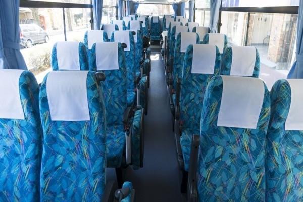 Γνωρίζατε γιατί τα καθίσματα των λεωφορείων έχουν αυτά τα πολύχρωμα σχέδια;