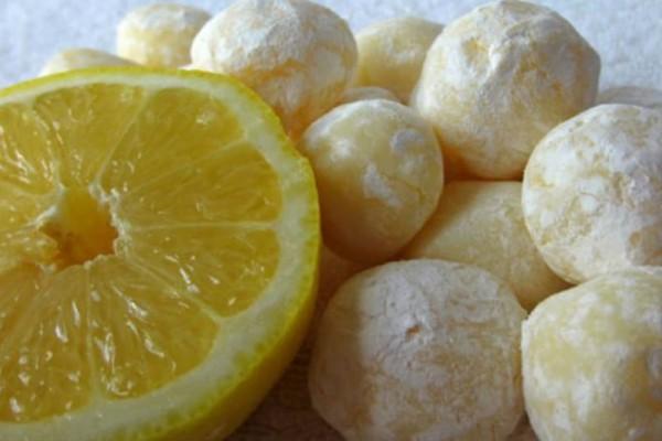 Τρουφάκια λεμονιού και λευκής σοκολάτας