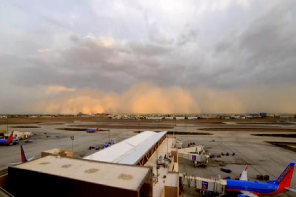 Απίστευτες εικόνες... αποκάλυψης: Αμμοθύελλα «καταπίνει» το Φίνιξ! (Video)