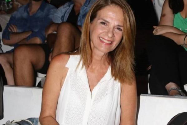 Πέγκυ Σταθακοπούλου: Ποζάρει με μαγιό και την κόρη της αγκαλιά... χωρίς ρετούς στα 58 της!