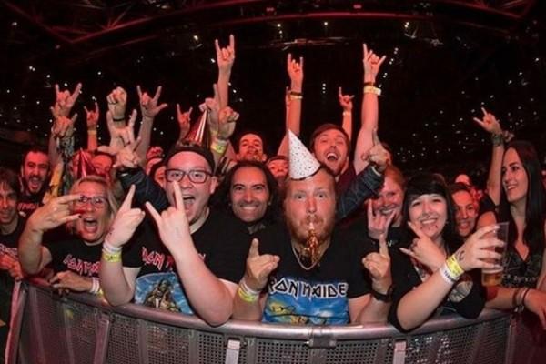 Iron Maiden: Η απίστευτη έκπληξη των φαν στον Μπρους Ντίκινσον για τα 60α γενέθλια του! (Video)