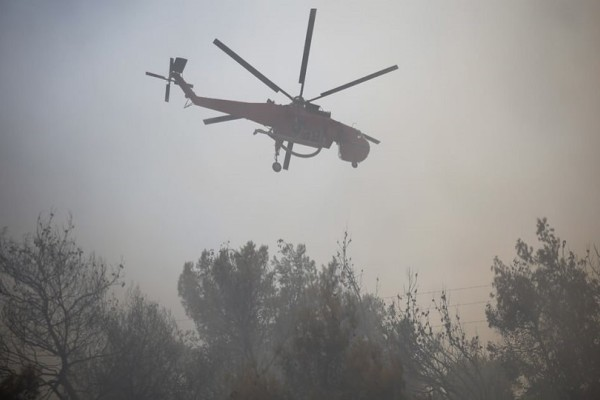 Υπό έλεγχο οι φωτιές σε Κερατέα και Καλύβια!
