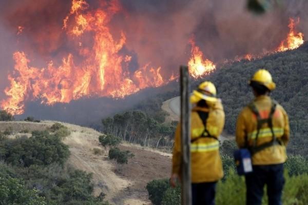 Μαίνεται η μεγαλύτερη πυρκαγιά στην ιστορία της Καλιφόρνια!
