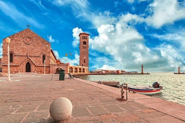 Ο Τάσος Δούσης σού προτείνει 16 εστιατόρια και ταβέρνες στη Ρόδο για να μη χαθείς στα άπειρα τραπέζια του νησιού!