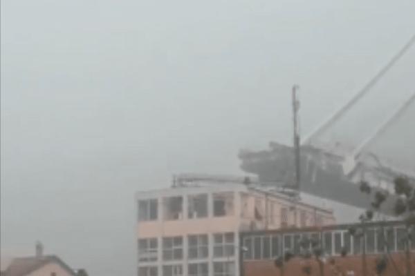 Σοκ στη Γένοβα: Κατέρρευσε γέφυρα, φόβοι για δεκάδες νεκρούς!