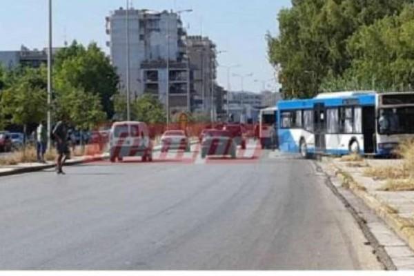 Τροχαίο με λεωφορείο στην Πάτρα - Βγήκε στο αντίθετο ρεύμα και έπεσε πάνω σε μπάρες τρένου