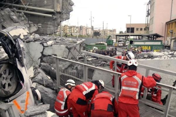 Συγκλονιστικό ντοκουμέντο: Νέο βίντεο από την κατάρρευση της γέφυρας στη Γένοβα
