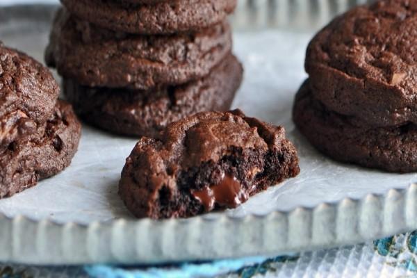 Μαλακά σοκολατένια μπισκότα χωρίς αλεύρι (Video)