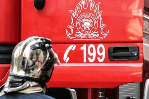 Ταύρος: Πυρκαγιά σε συνεργείο αυτοκινήτων