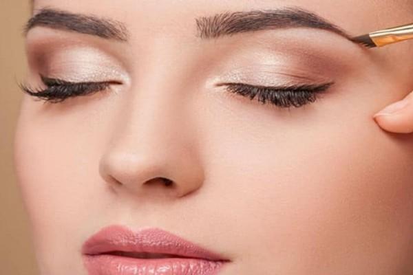 Έχεις μικρά μάτια; 4 must κανόνες που πρέπει να ακολουθήσεις στο μακιγιάζ σου!