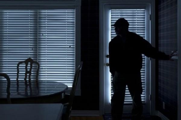 Σας αφορά: Έτσι θα προστατεύσετε το σπίτι σας από τους ληστές το καλοκαίρι!