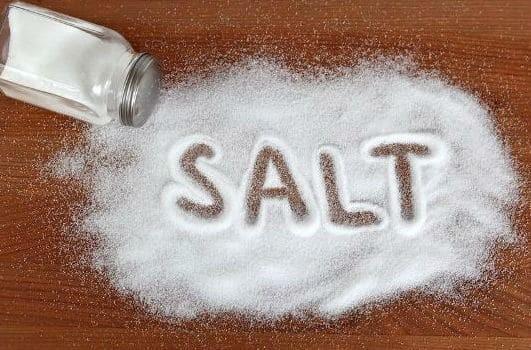Μάθετε τι ακριβώς προκαλεί στον οργανισμό μας το αλάτι!