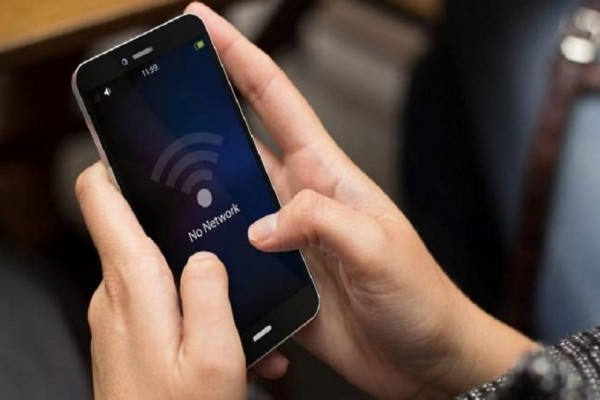 Απίστευτο κι όμως αληθινό: Το 25% προτιμούν να εμφανιστούν δημόσια γυμνοί παρά να χάσουν την σύνδεση στο Διαδίκτυο!
