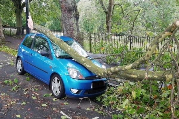 Τουλάχιστον 2 νεκροί από την τροπική καταιγίδα Αλί που έχει σαρώσει Βρετανία - Ιρλανδία!