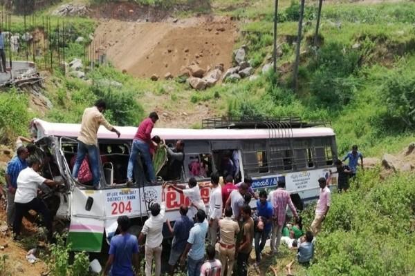 Ινδία: Λεωφορείο έπεσε σε φαράγγι, τουλάχιστον 55 νεκροί!