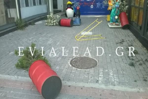 Θυελλώδεις άνεμοι «σήκωσαν» τα πάντα στην Χαλκίδα! (Photo & Video)