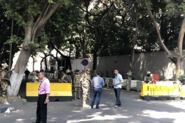 Συναγερμός στο Κάιρο: Έκρηξη δίπλα από την αμερικανική πρεσβεία!