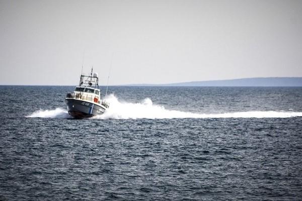 Εντοπίστηκε λέμβος με 60 μετανάστες στα τουρκικά χωρικά ύδατα!