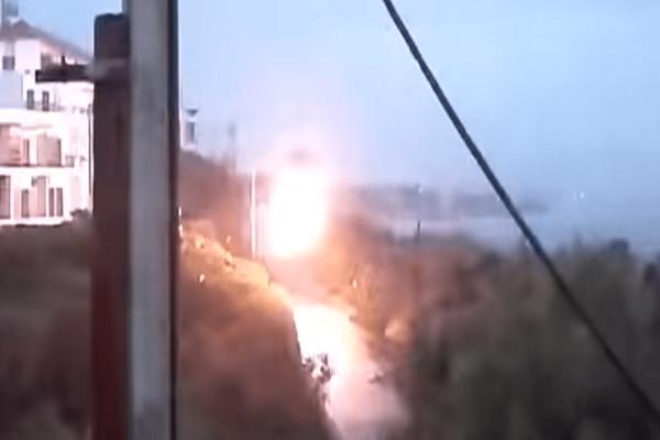 Βίντεο σοκ: Κολώνα της ΔΕΗ στη Ραφήνα «έσκασε» σαν πυροτέχνημα!