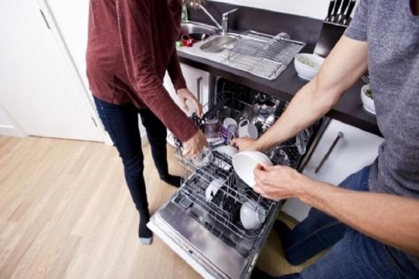 Πρακτικά tips για να καθαρίσεις εύκολα και γρήγορα το πλυντήριο πιάτων!